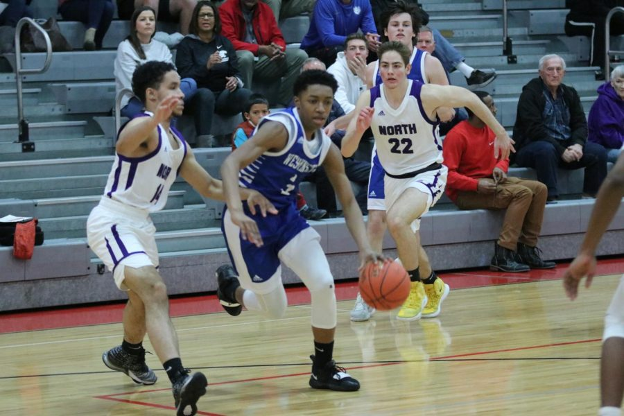 Kobi+Williams+dribbles+through+pressure+during+a+game+against+Parkway+North+in+the+Chaminade+Christmas+Tournament.
