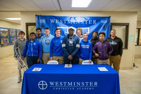 Bennie Anderson signed his NLI with his football teammates by his side.