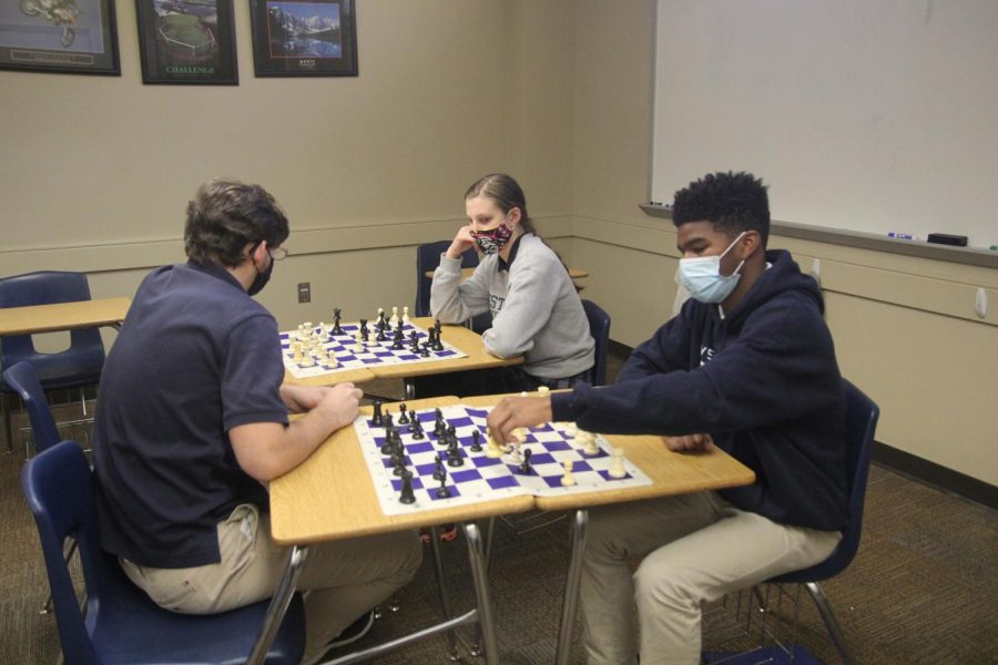 A spiring chess master here at WCA plays two people at the same time.